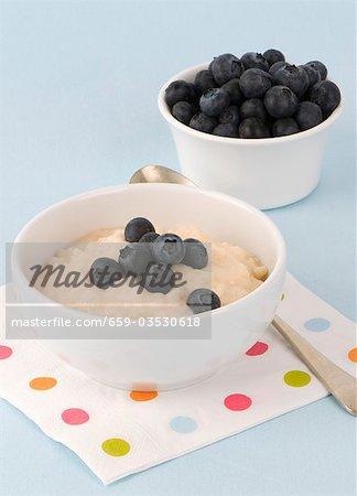 Porridge with fresh blueberries
