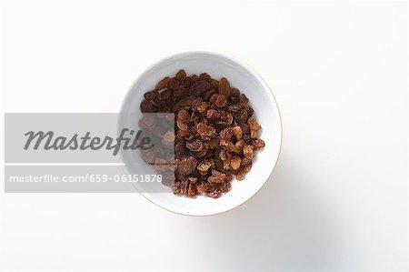 A bowl of raisins