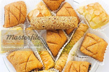 Various types of Oriental cakes