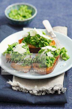 Crostini with peas and parmesan