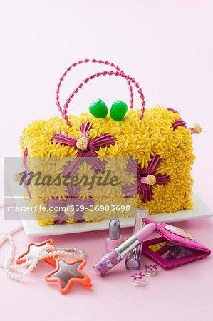 A child's birthday cake (a handbag with a flower design)