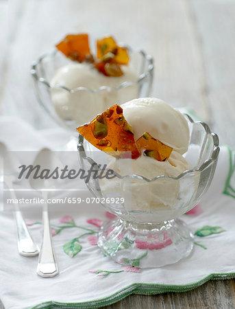 Vanilla ice cream with shards of caramel