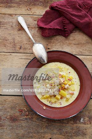 Corn chowder (sweetcorn soup, USA) with chicken