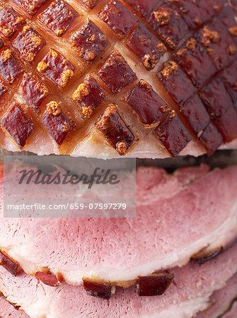 Roast crackling pork, partly sliced (close-up)