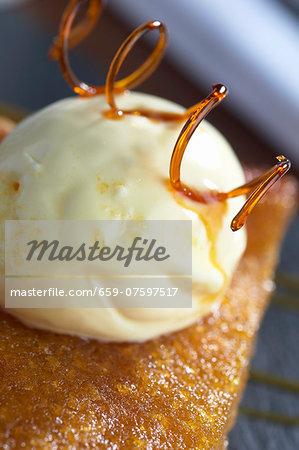 Treacle tart (dessert from England)