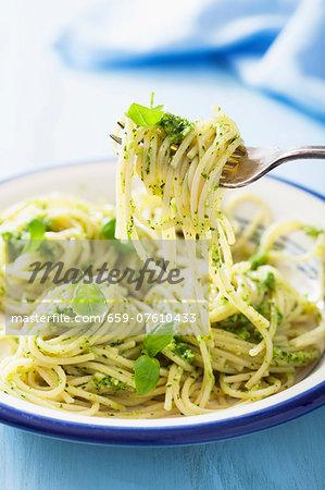 Spaghetti al pesto (spaghetti with green pesto, Italy)