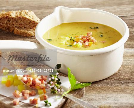 Lusatian potato soup with chasseur sausage