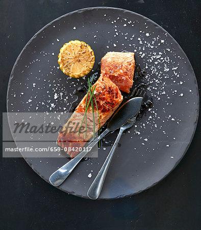 Fried salmon with lemon