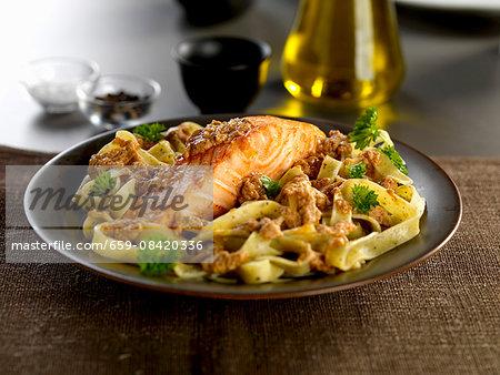 salmon fillet with tagliatelle pasta and siciliano pesto