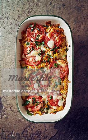 Pasta bake with tomatoes, mozzarella and parsley