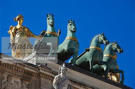 Statues atop the Arc de Triomphe du Carrousel, Jardin des Tuileries, Paris, France