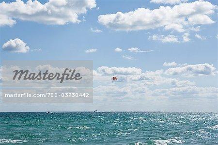 Parasailing, South Beach, Miami Beach, Florida, USA