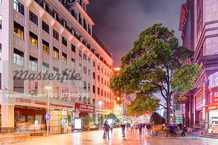 Major Pedestrian and Shopping Street at night, Nanjing Road, Nanjing Lu, Shanghai, Shanghai Shi, Zhonghua, China