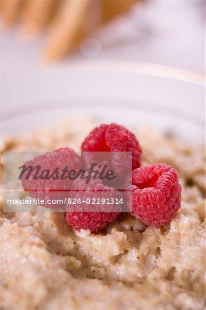 Plain porridge served with raspberries
