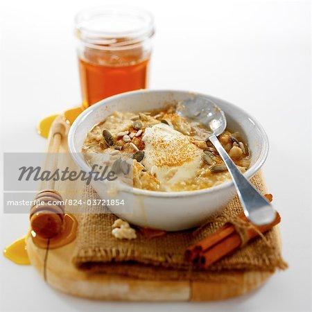 Porridge with yoghurt and seeds
