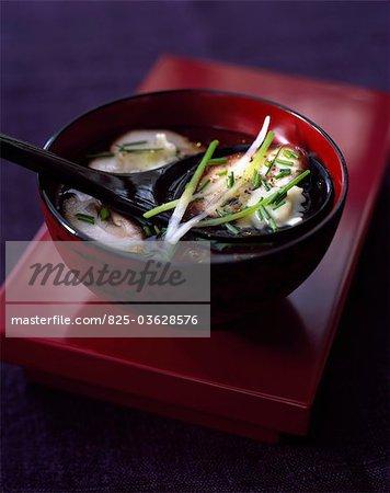 Broth with Shiitake raviolis