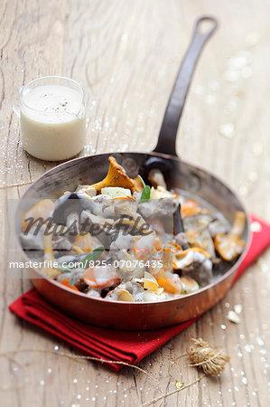 Pan-fried mushrooms with cream
