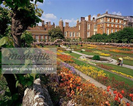 Sunken gardens, Hampton Court Palace, Greater London, England, United Kingdom, Europe