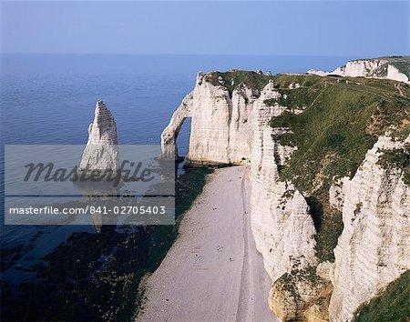 White chalk cliffs, Etretat, Cote d'Albatre (Alabaster Coast), Haute Normandie (Normandy), France, Europe