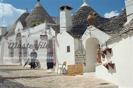 Traditional architecture of Trulli, Alberobello, UNESCO World Heritage Site, Puglia, Italy, Europe