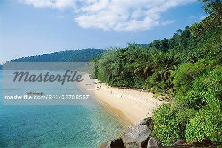 View along the coast, Nazri's Beach and rainforest, Air Batang Bay, Pulau Tioman, Pahang Marine Park, Pahang, Malaysia, Asia