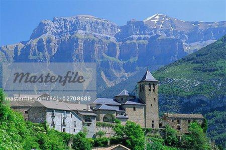 Torla, village perched on hilltop beneath Mondarruego, Huesca (Pyrenees), Aragon, Spain, Europe