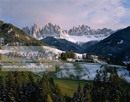 St. Magdalena and Geisslerspitzen, 3060m, Val de Funes, Dolomites mountains, Trentino-Alto Adige, South Tirol (Tyrol), Italy, Europe
