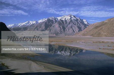 Indus River at Skardu looking downstream, Mount Marshakala, 5150m, Mashabrum Range, Karakorams, Baltistan, Pakistan, Asia