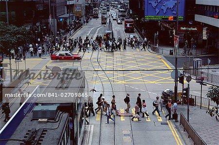 Busy crossing, Des Voeux Road, Central, Hong Kong Island, Hong Kong, China, Asia