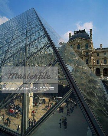 The Pyramide and Palais du Louvre, Musee du Lourve, Paris, France, Europe