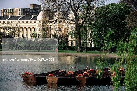 Boats on the lake, Regents Park, London, England, United Kingdom, Europe