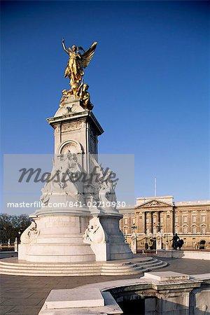 Victoria Memorial outside Buckingham Palace, London, England, United Kingdom, Europe