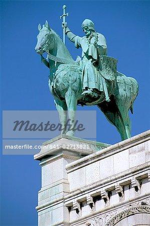Statue of St. Louis on Basilique du Sacre Coeur (Basilica of the Sacred Heart), Montmartre, Paris, France, Europe
