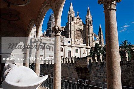 Palma Cathedral seen from Palau March (Spanish Contemporary Art Museum), Palma de Mallorca, Mallorca (Majorca), Balearic Islands, Spain, Mediterranean, Europe
