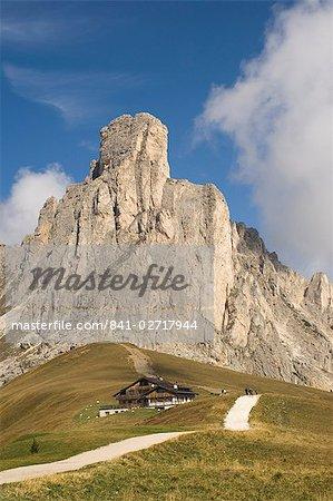 Passo Giau, Mount Averau 2648m, Dolomites, Italy, Europe