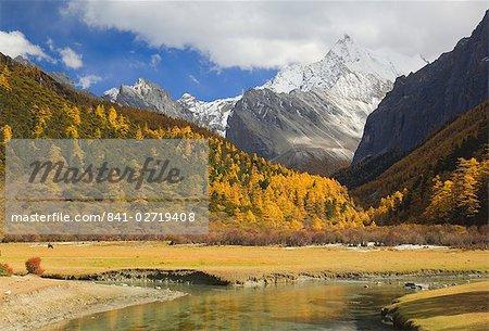 Xiaruoduojio mountain, Yading Nature Reserve, Sichuan Province, China, Asia