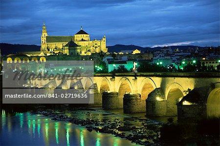 Mezquita (cathedral) and Puente Romano (Roman bridge), Cordoba, Andalucia (Andalusia), Spain, Europe