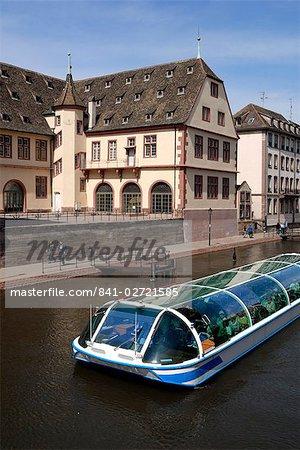 Bateau on canal, Strasbourg, Alsace, France, Europe
