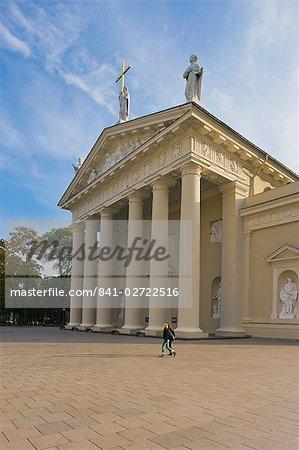 Cathedral Square (Katedros aikste), Vilnius Cathedral, Vilnius, Lithuania, Baltic States, Europe