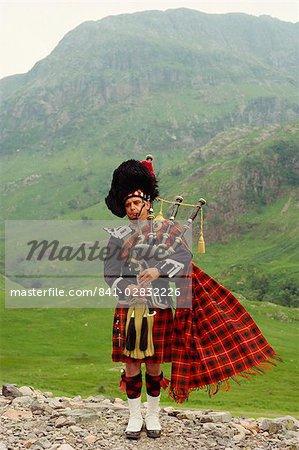 Bagpiper, Glencoe, Highlands, Scotland, United Kingdom, Europe