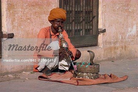 Snake charmer, Jaipur, Rajasthan, India, Asia