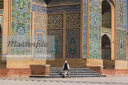 A man carrying a kettle walks past the Friday Mosque (Masjet-e Jam) (Masjid-e Jam) (Masjid-I-Jami), Herat, Afghanistan, Asia