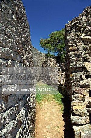 Parallel walls of Great Enclosure, Great Zimbabwe, UNESCO World Heritage Site, Zimbabwe, Africa