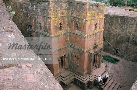 Looking down on entrance of Biet Giorgis, rock cut Christian church, Lalibela, UNESCO World Heritage Site, Ethiopia, Africa
