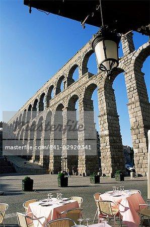 The Roman aqueduct, UNESCO World Heritage Site, from terrace of cafe in the Plaza Azoguejo, Segovia, Castilla y Leon, Spain, Europe