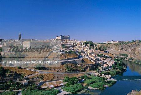 Panorama of the city across the Rio Tajo (River Tagus), Toledo, Castilla-La Mancha, Spain, Europe