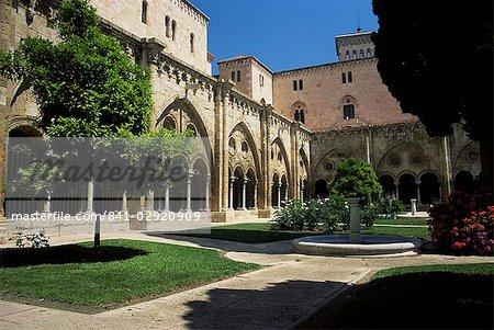 Cloister garden, Tarragona cathedral, Tarragona, Catalonia, Spain, Europe