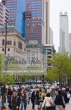 Shoppers on the Magnificent Mile, North Michigan Avenue, Chicago, Illinois, United States of America, North America