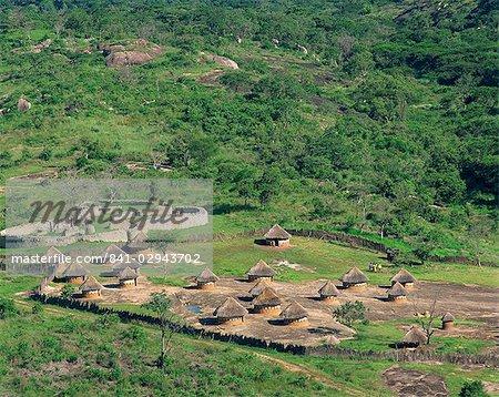 Nearby huts and Great Zimbabwe National Monument, UNESCO World Heritage Site, Zimbabwe, Africa