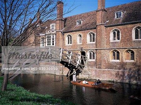Mathematical Bridge, Queens College and punt, Cambridge, Cambridgeshire, England, United Kingdom, Europe
